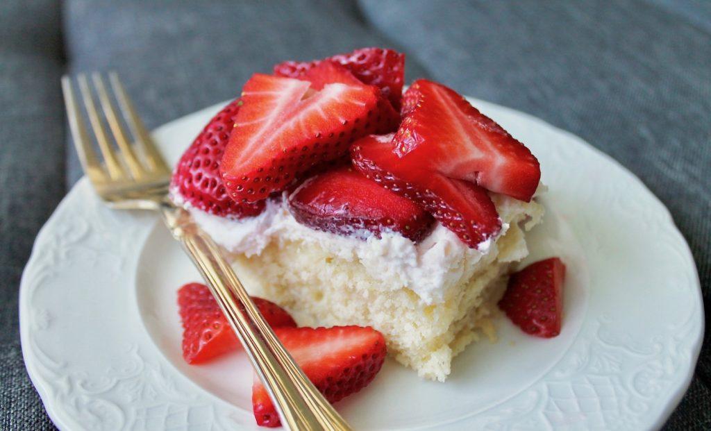 Strawberry Shortcake Bars with whipped cream cheese frosting Recipe #cake #baking #strawberries #fruitandberries #vanilla #summer