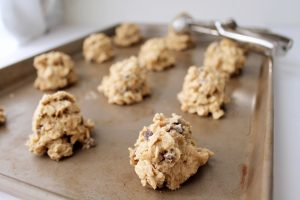 Chocolate Chip Oatmeal Cookies with Walnuts Cookie Dough #cookiescoop #chocolatechips #oats #nuts #recipe