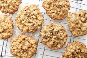 Chocolate Chip Oatmeal Cookies with Walnuts #chocolatechips #oats #nuts #recipe