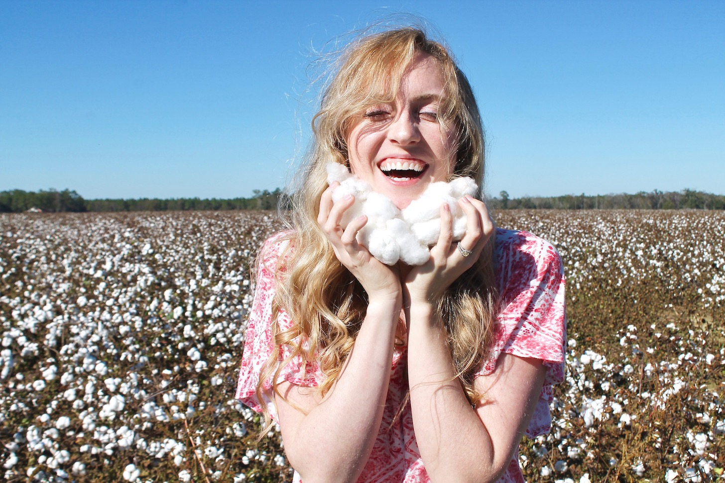 A photoshoot in Alabama's cotton fields. So picturesque!