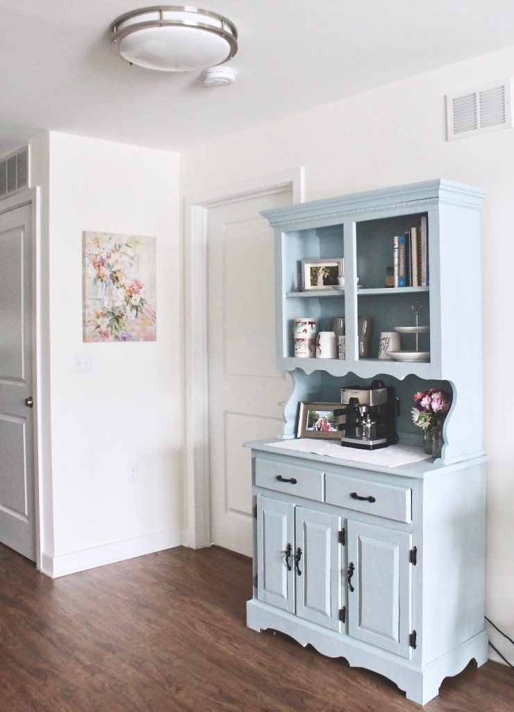 DIY Hutch Makeover Using Chalk Paint Before and After #woodfurniture #farmhouse #restoration #homedecor #Valspar #chalkpaint #trousseaublue