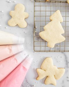 Vanilla Bean Christmas Sugar Cookies with Buttercream Frosting Cookie Decorating